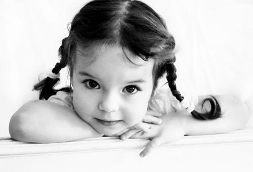 تسريحة الطفلة مرآة لشخصية الأم - حصريا : تسريحات للبنوتات الحلوات 2011 2e743e1194.jpg