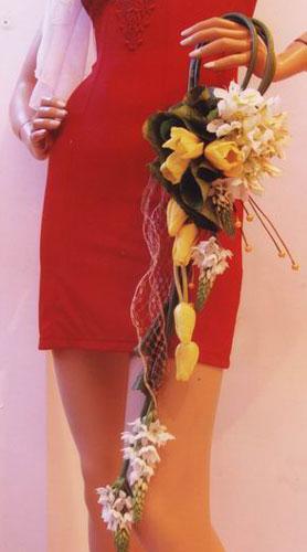 Свадебная сумочка из живых цветов.  Свадебный клатч невесты.