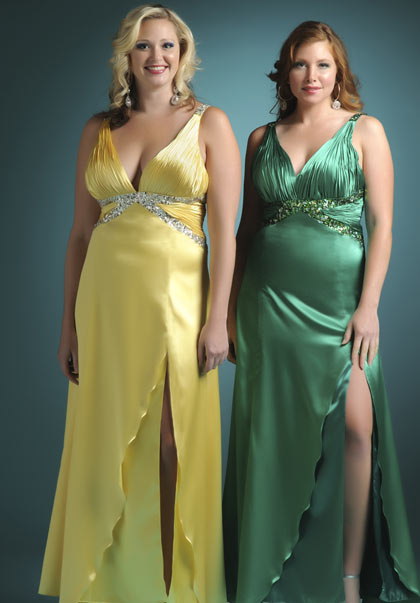 Вечерние платья пышных дам.