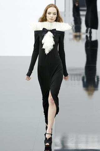 Не такая строгая, но безупречно привлекательная Шанель - Chanel Fall 2009.