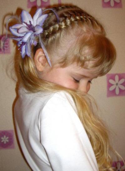 تسريحة الطفلة مرآة لشخصية الأم - حصريا : تسريحات للبنوتات الحلوات 2011 9e2b442173.jpg
